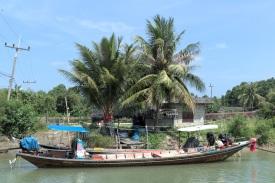 Fischerboot in der Gegend um Tha Chang