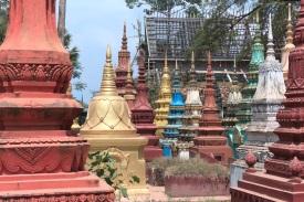 """Grabsteine am Wat """"Atvear"""" südlich von Siem Reap"""