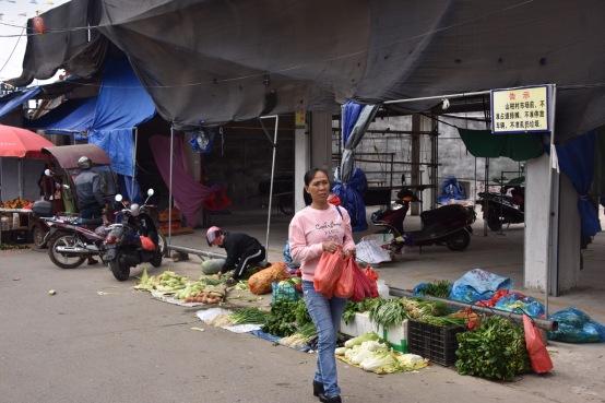 Gemüsehändler am Straßenrand