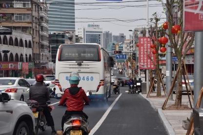 Frisch gemachte Straße im Herzen von Heshan