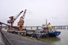 Baustoffumschlagplatz am Flussufer