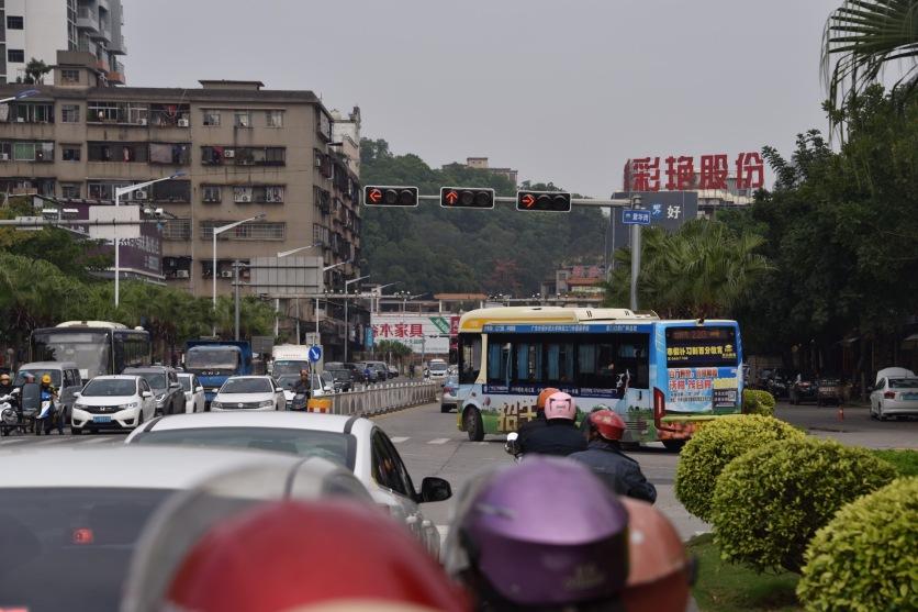 Manche Busse fahren als Hybrid, andere rein elektrisch