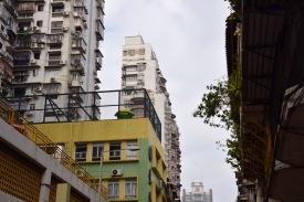Schmale Gebäude in der engen Stadt