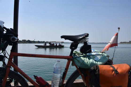 Mekongüberfahrt ans westliche Ufer